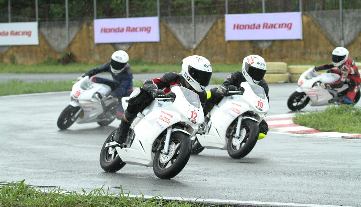 Các tay đua hạng mục Honda Blade.