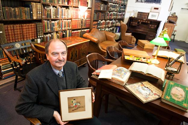 Gregory Priore là người quản lý duy nhất của phòng lưu trữ bộ sưu tập đặc biệt. Ảnh: Pittsburgh Magazine.