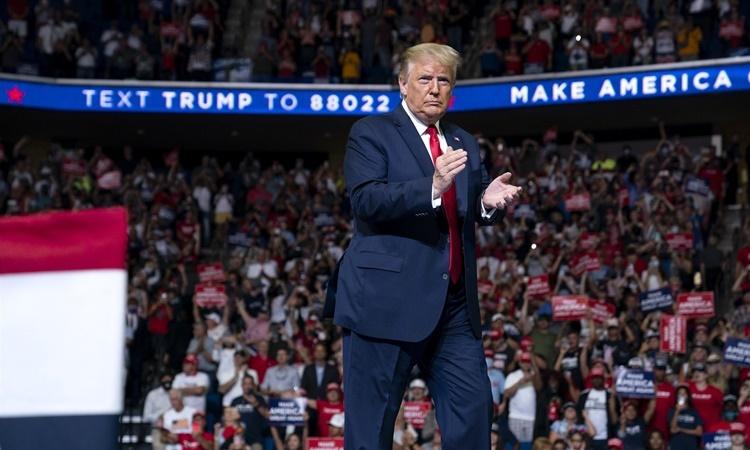 Tổng thống Trump tại buổi vận động tranh cử ở thành phố Tulsa, bang Okalahoma, ngày 20/6. Ảnh: AP.