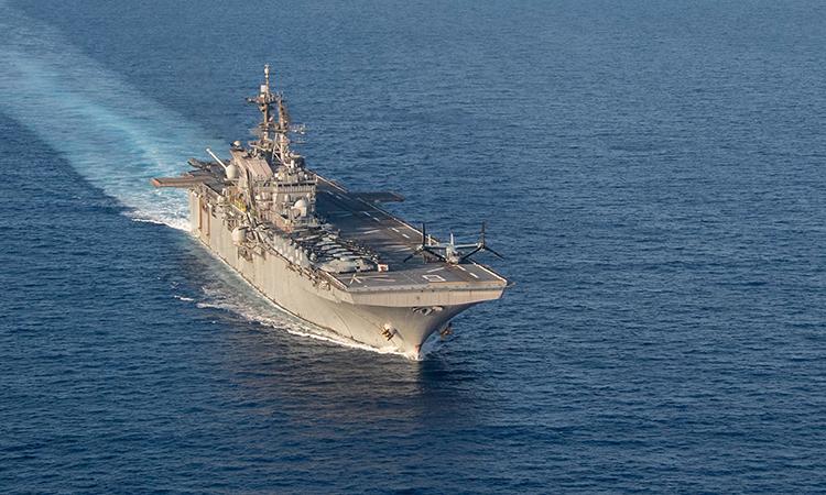 Tàu đổ bộ tấn công USS America đi qua khu vực Biển Đông, ngày 18/4. Ảnh: US Navy.
