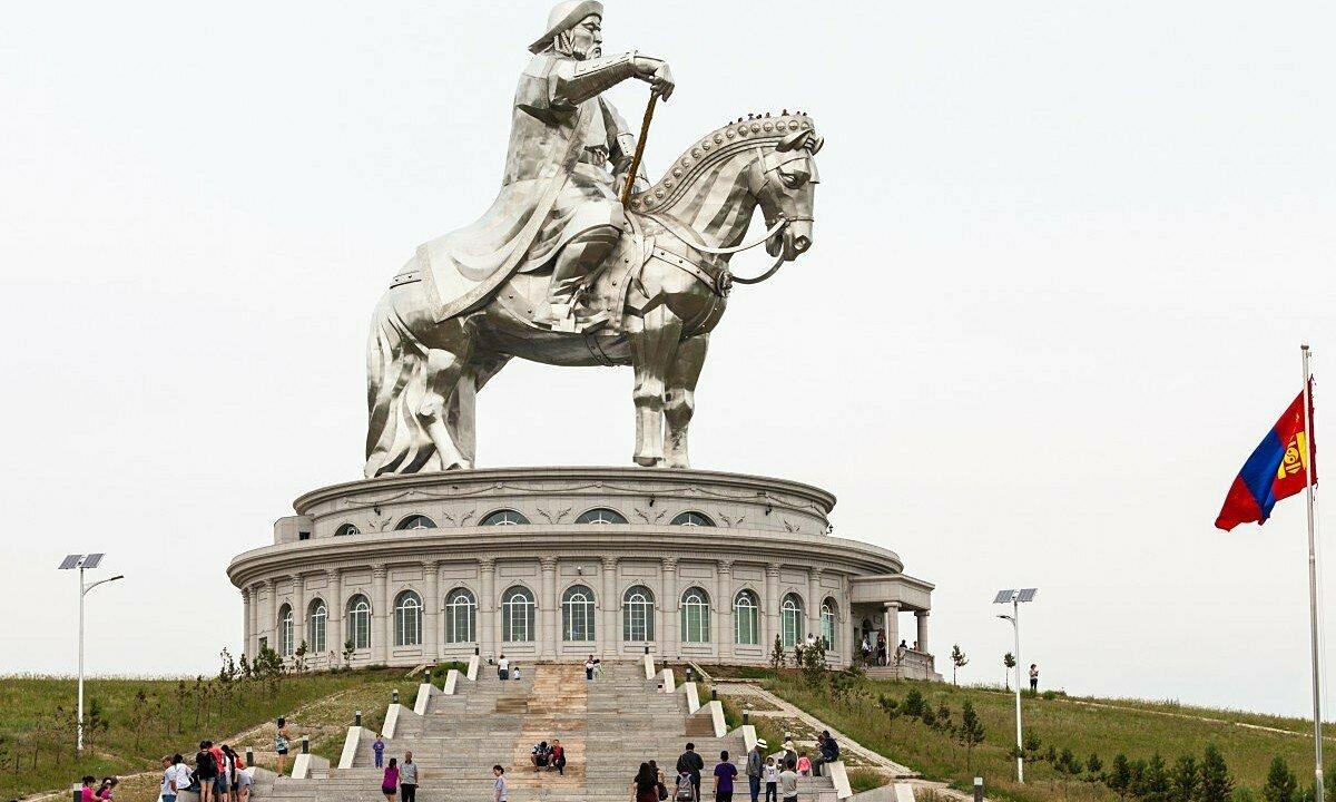 Tượng đài Thành Cát Tư Hãn ở Mông Cổ. Ảnh: SCMP.