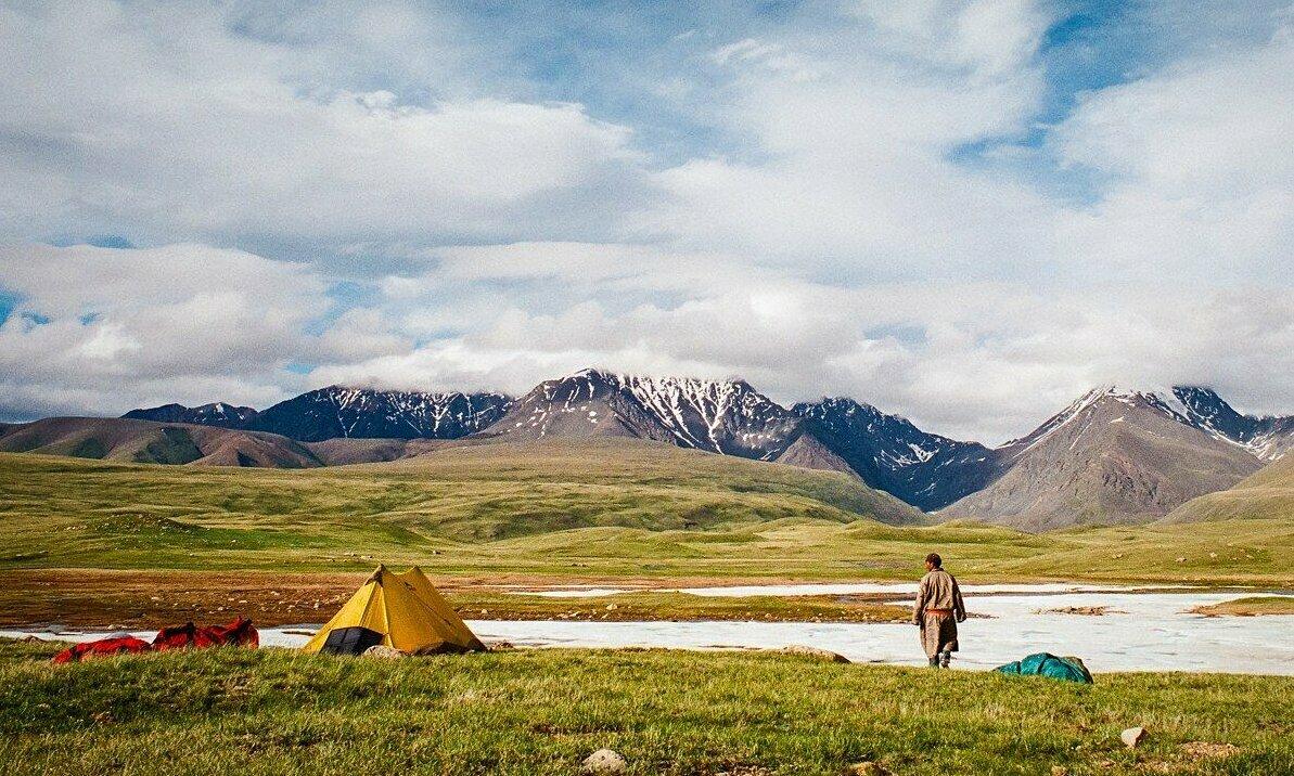 Một người du mục dựng trại ở phía tây Mông Cổ. Ảnh: SCMP.