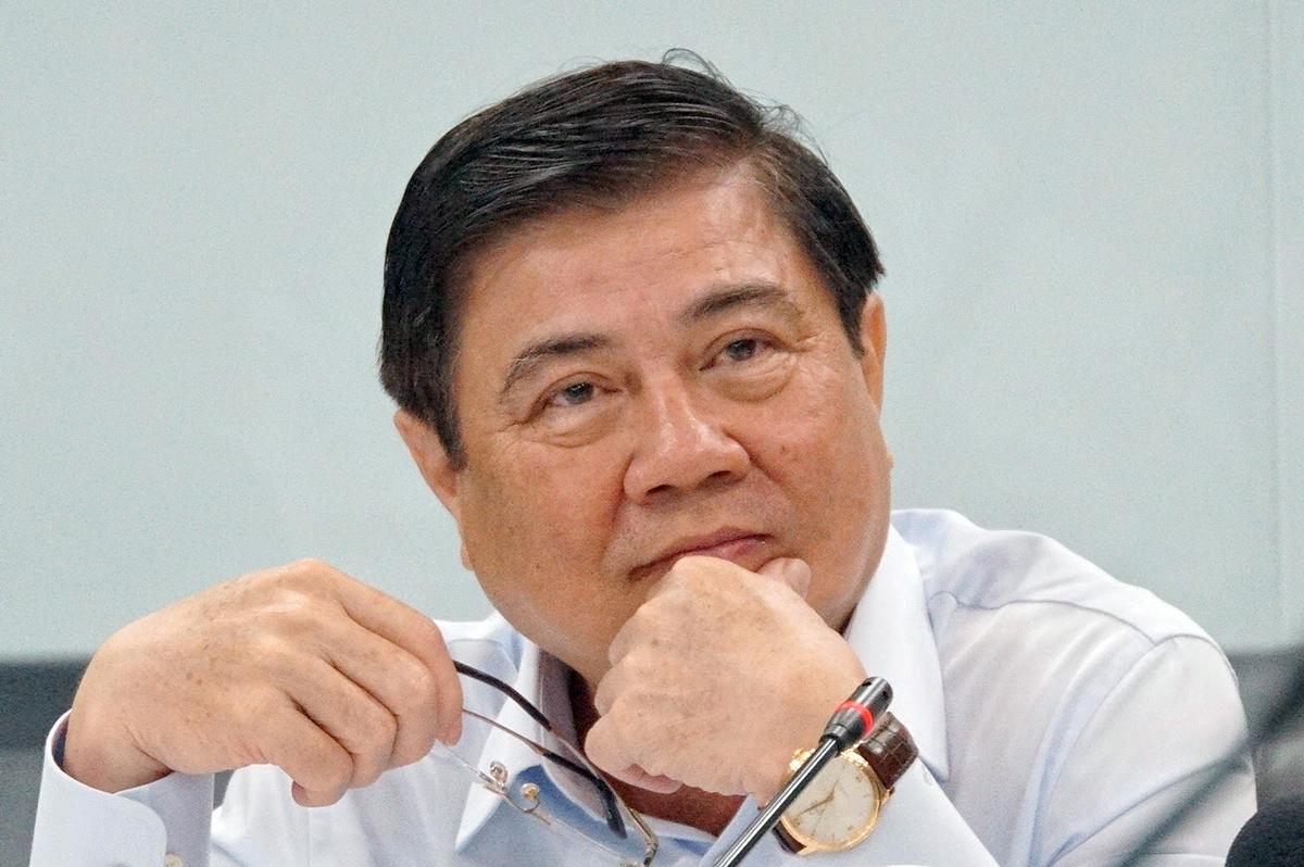 Chủ tịch UBND TP HCMNguyễn Thành Phong trong buổi làm việc tại Bệnh viện Chợ Rẫy chiều 17/6. Ảnh: Mạnh Tùng.