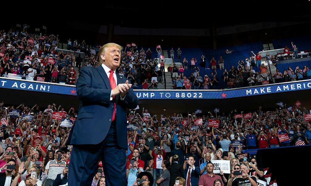 Tổng thống Mỹ Trump tại buổi vận động tranh cử hôm 20/6 ở Tulsa, bang Oklahoma. Ảnh: NYTimes.