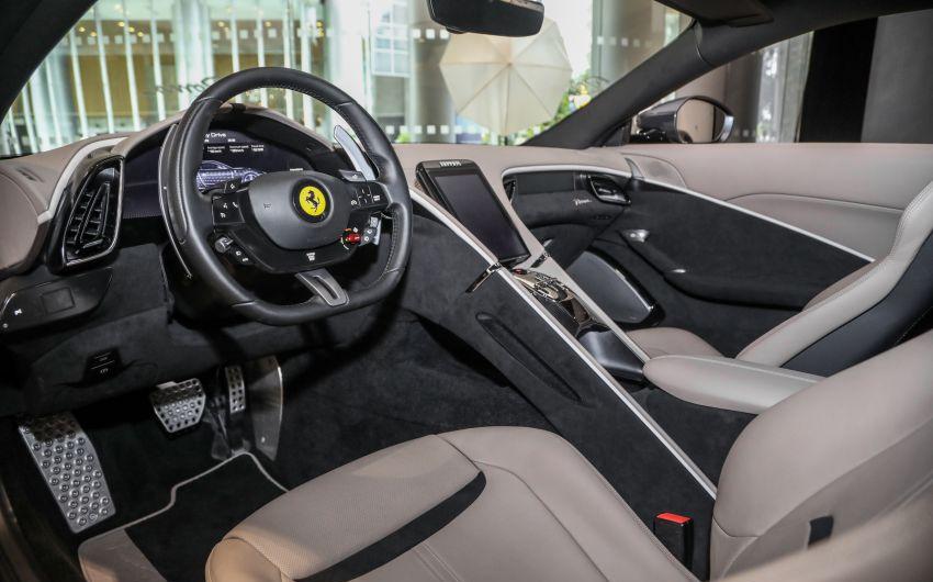 Thiết kế nội thất tập trung vào khoang lái, với mỗi ghế có không gian tách biệt. Ảnh: Paultan