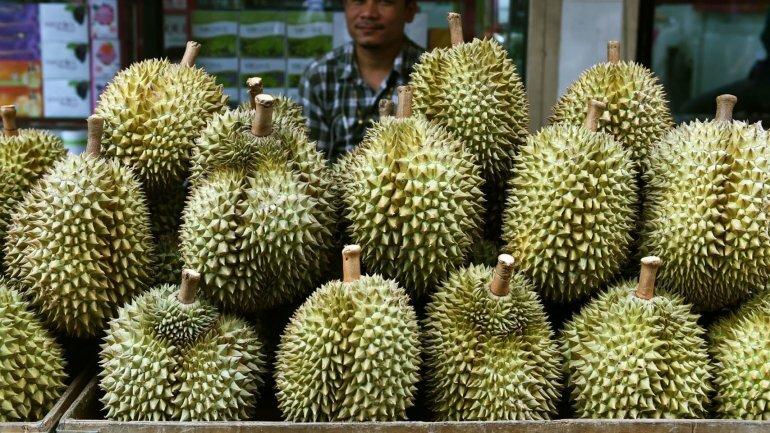 Sầu riêng được bày bán tại chợ ở tỉnh Tây Java, Indonesia, năm 2019. Ảnh: AFP