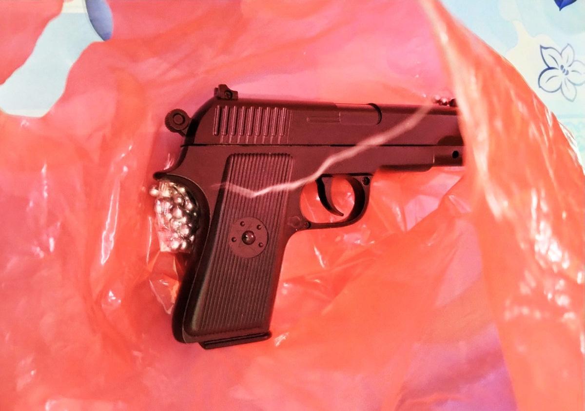 Khẩu súng băng cướp sử dụng. Ảnh: Công an cung cấp.
