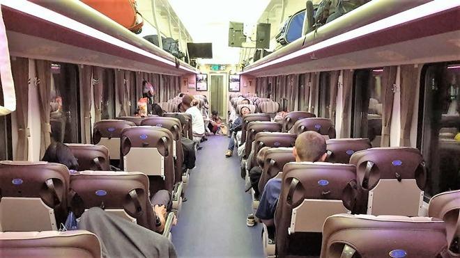 Tàu chất lượng caoSNT2 chạy tuyến Sài Gòn - Nha Trang. Ảnh: Thanh Tuyết.