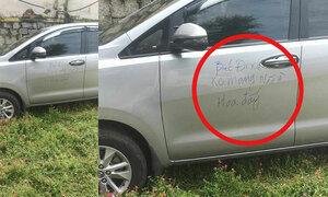 Tài xế ôtô quên não vì đỗ xe vào vườn hoa