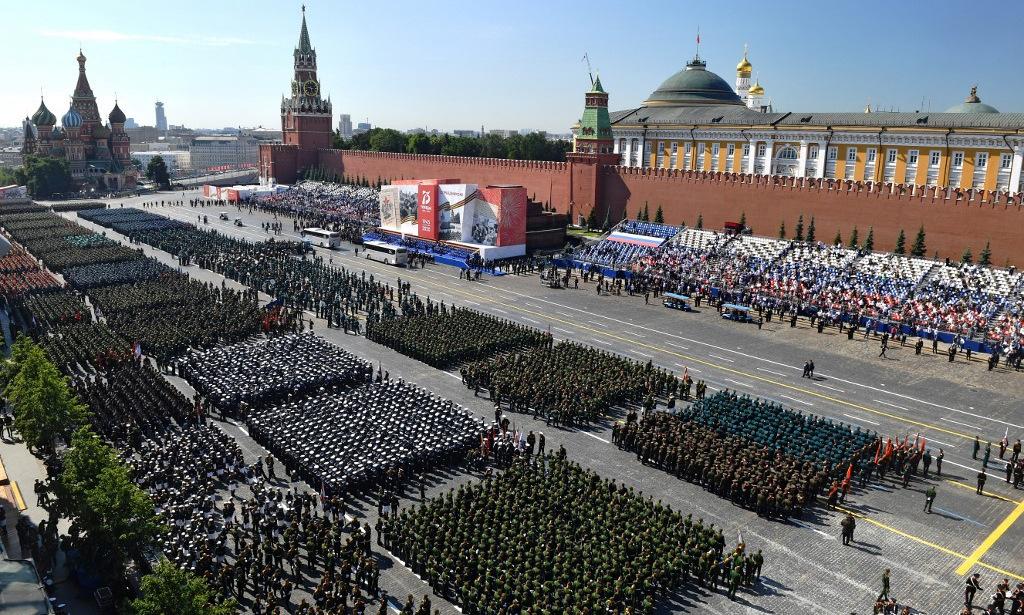 Các khối duyệt binh xếp hành trên Quảng trường Đỏ trước lễ duyệt binh. Ảnh: AFP.