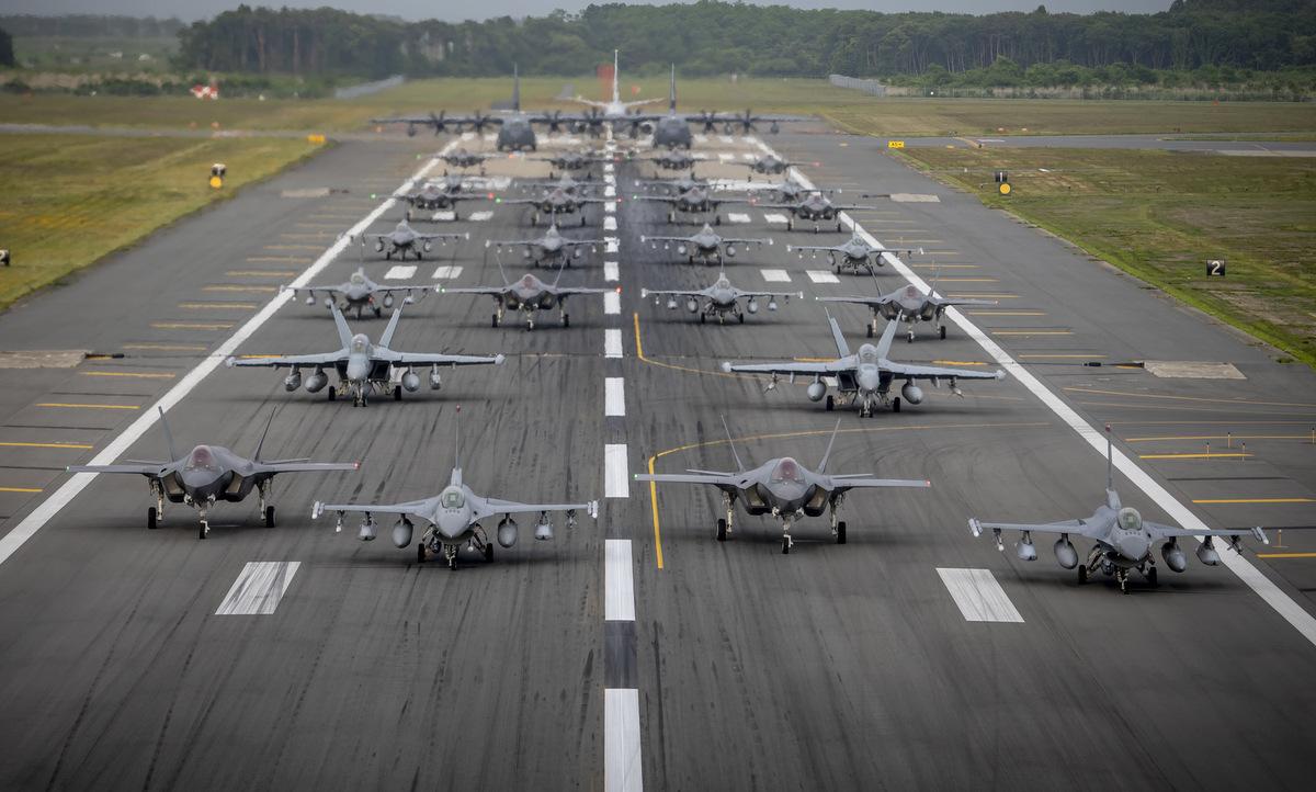 Diễn tập Voi đi bộ tại căn cứ Misawa hôm 23/6. Ảnh: USAF.