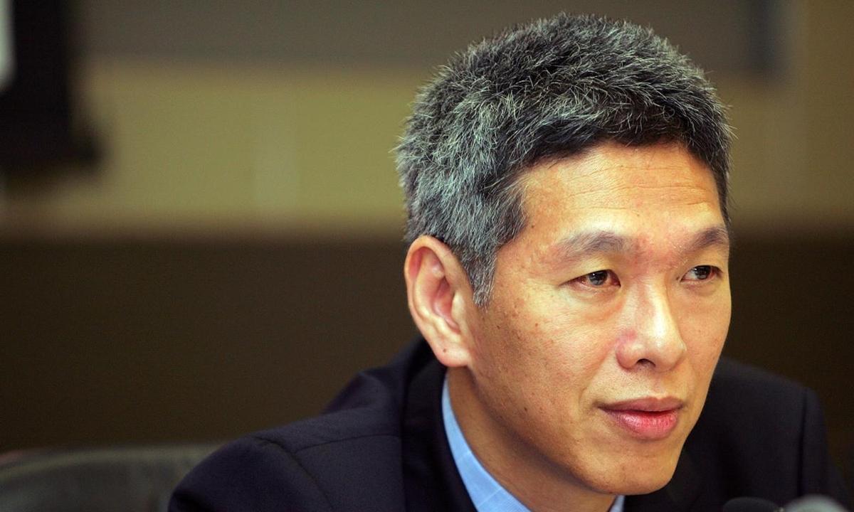 Lý Hiển Dương trong một cuộc họp báo ở Singapore hồi tháng 11/2004. Ảnh: Reuters.