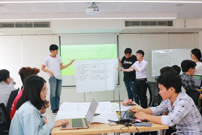 Với chủ đề Kiểm thử phần mềm, lớp học được xây dựng giống môi trường làm việc thực tế tại doanh nghiệp, và sinh viên thực hành trên chính sản phẩm của công ty