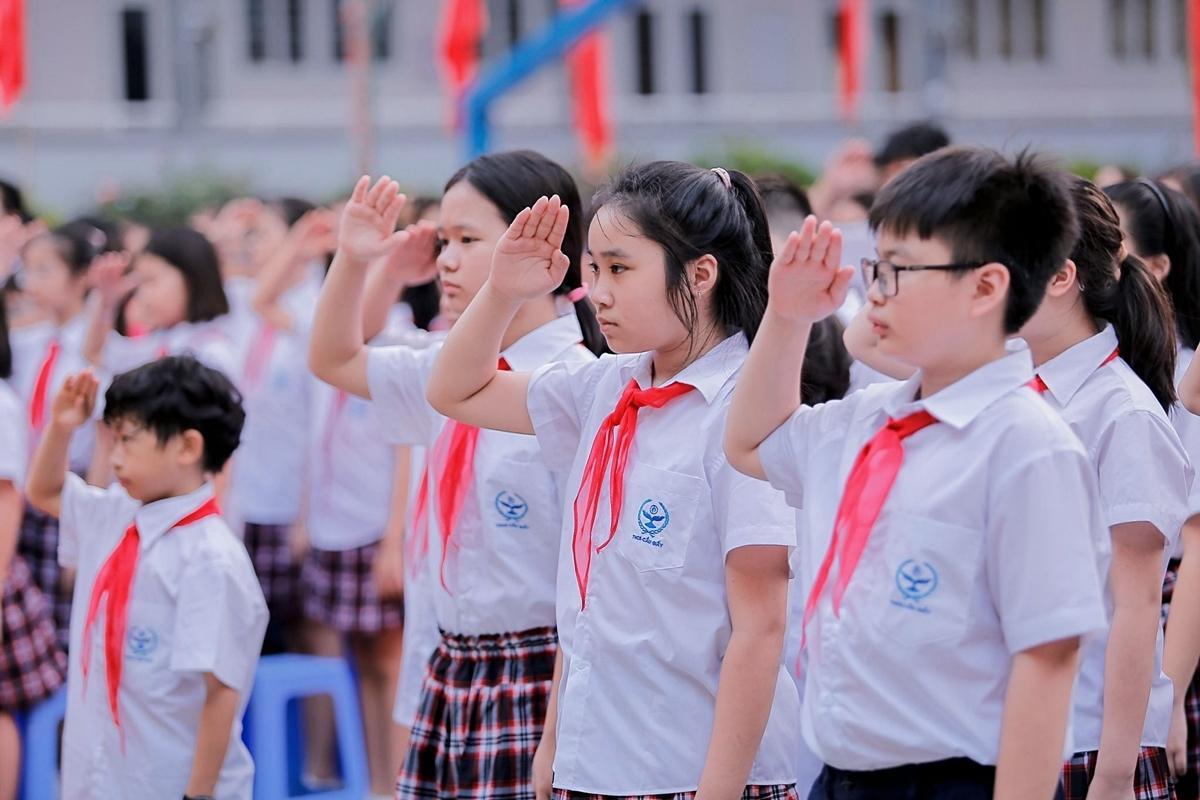 Học sinh trường THCS Cầu Giấy, quận Cầu Giấy, Hà Nội trong lễ khai giảng năm học 2019-2020. Ảnh: Fanpage Trường THCS Cầu Giấy