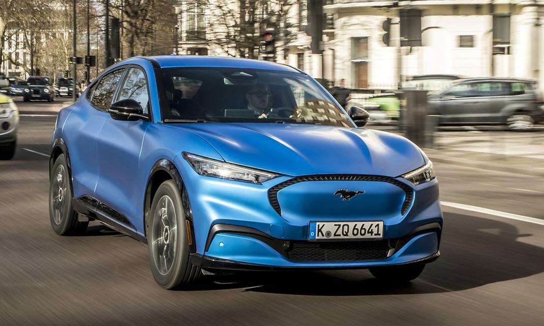Mustang Mach-E - crossover chạy điện với thiết kế phần đầu xe kín mít do không cần lưới tản nhiệt. Ảnh: Ford