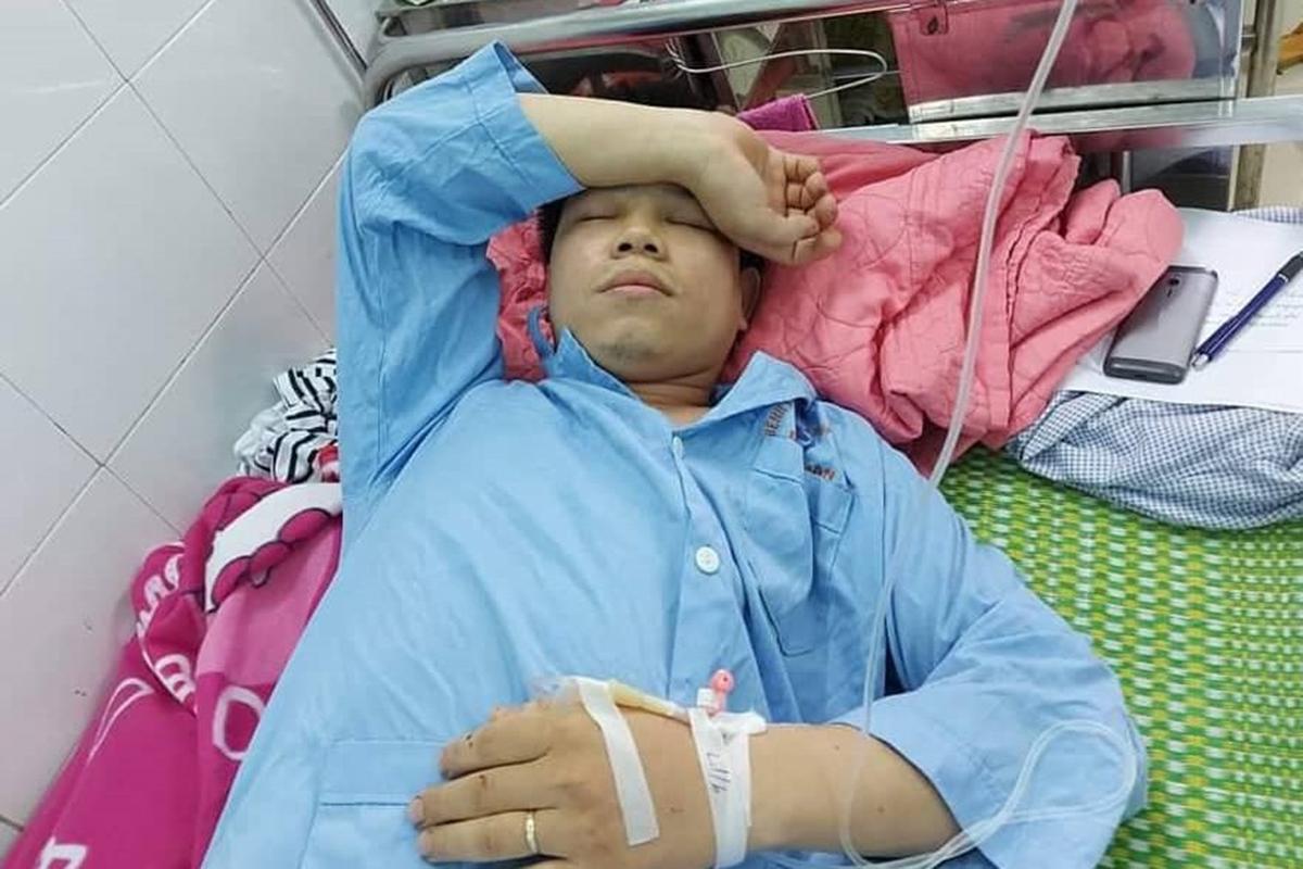 Ông Vũ Văn Pho bị 2 thanh niên lạ mặt chặn đường hành hung, nhập viện sau khi ông này có đơn tố cáo Bí thư phường tiến cử người vi phạm pháp luật vào Ban chấp hành Đảng bộ phường nhiệm kỳ 20202-2025. Ảnh: Khánh Linh