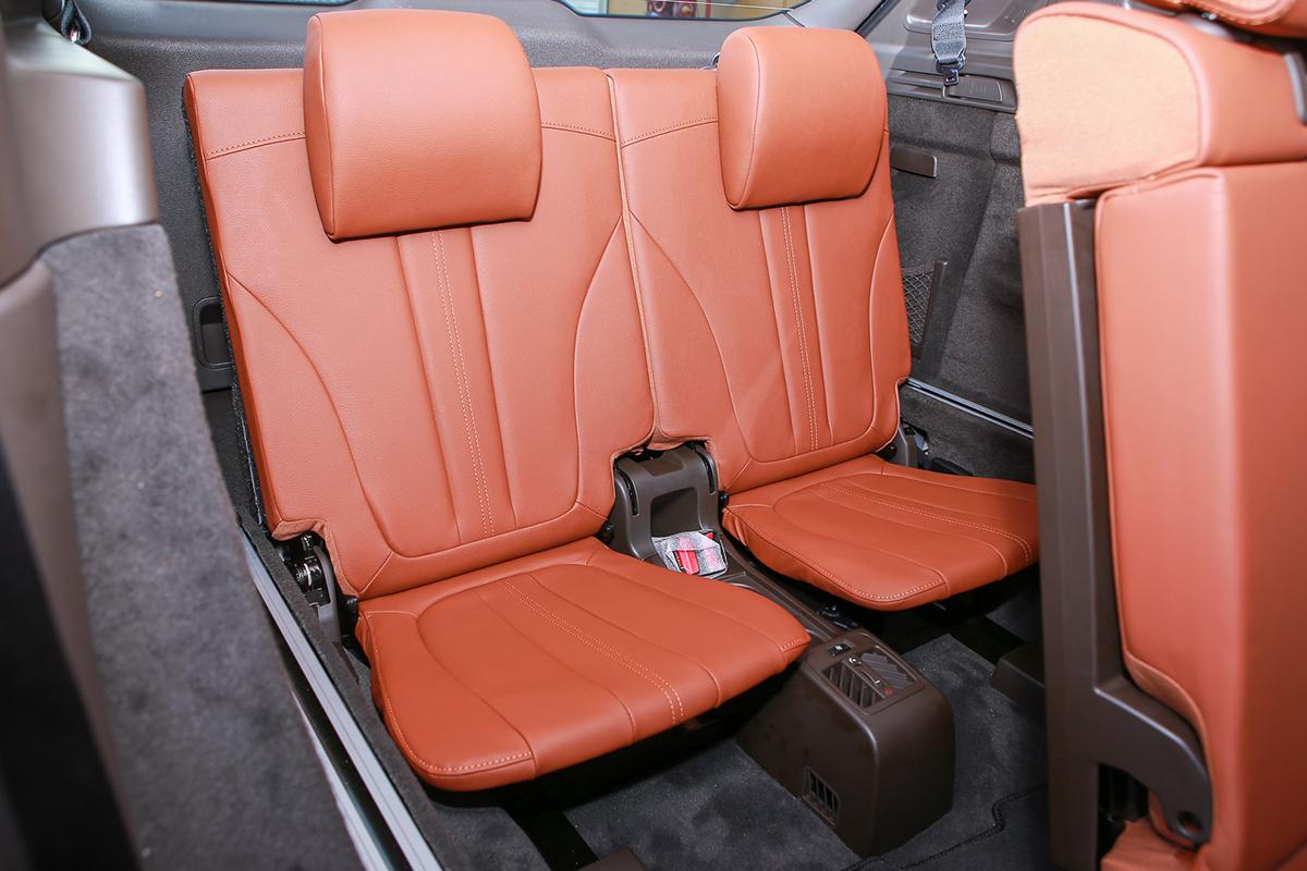 Hàng ghế thứ ba trên Lux SA2.0