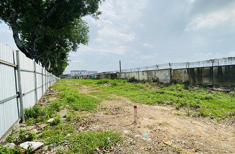 Mặt bằng được UBND quận Tân Bình bàn giao cho Ban quản lý đường sắt đô thị TP HCM hôm 19/6. Ảnh: MAUR