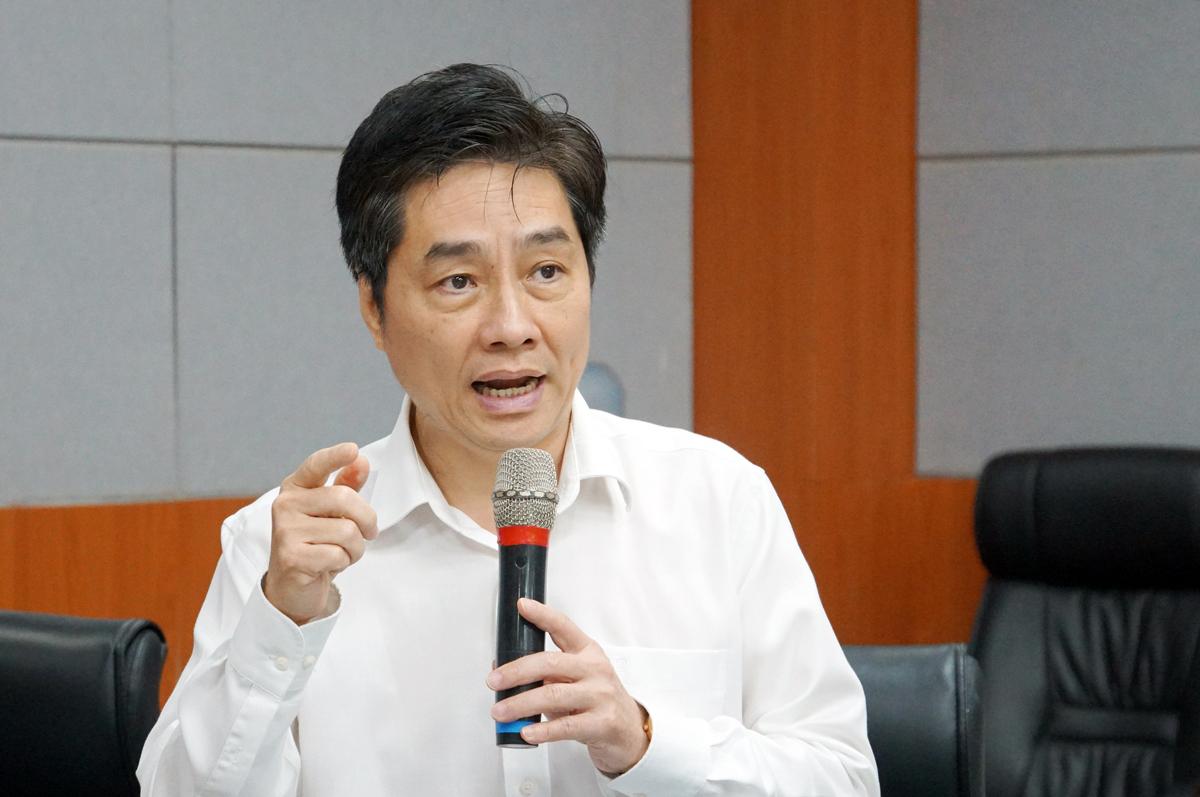 PGS Trần Diệp Tuấn, Hiệu trưởng Đại học Y dược TP HCM, phát biểu tại buổi họp Hội đồng Hiệu trưởng khối ngành sức khoẻ ngày 25/6. Ảnh: Mạnh Tùng.