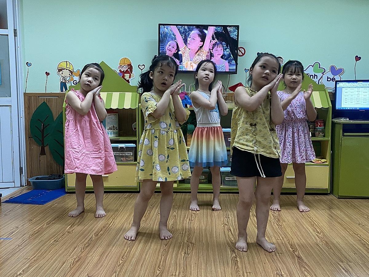 Hoạt động tại lớp của các con - 12