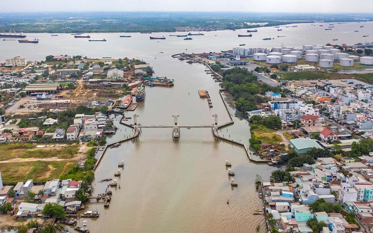 Cống ngăn triều Phú Xuân nằm trong dự án chống ngập 10.000 tỉ của TP HCM dự kiến hoàn thành vào tháng 10 năm nay giải quyết ngập do triều cho khu trung tâm thành phố. Ảnh: Trung Nam.