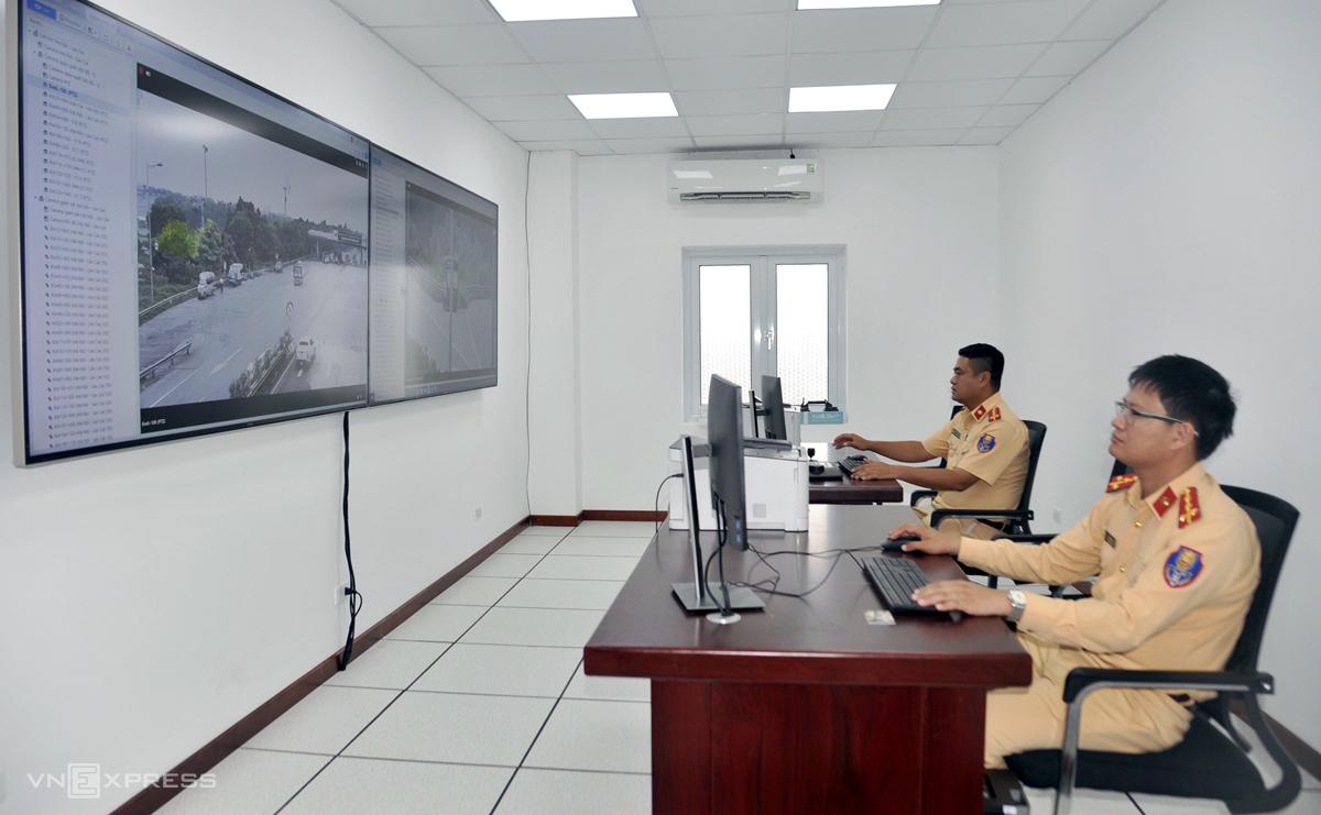 Trung tâm điều khiển hệ thống camera giám sát trên cao tốc Nội Bài-Lào Cai. Ảnh: Sơn Hải