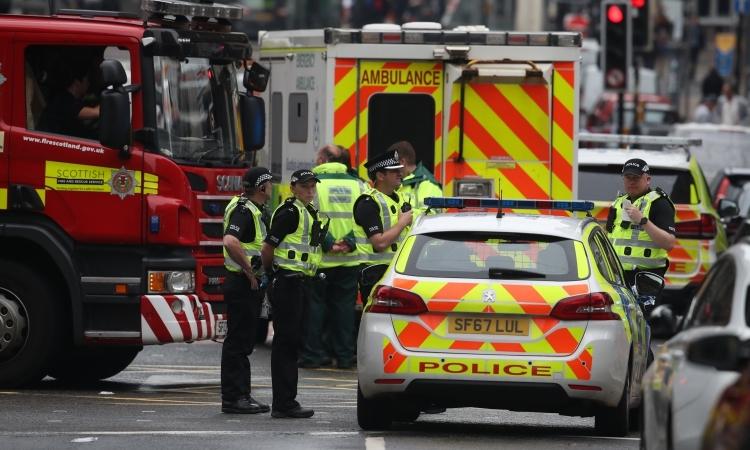 Cánh sát phong tỏa hiện trường tại phố West George, thành phốGlasgow,vùngScotland, Anh, hôm 26/6. Reuters.