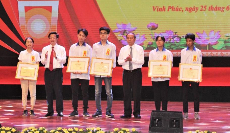 Ngày 25/6, Sở Giáo dục và Đào tạo Vĩnh Phúc tổ chức khen thưởng học sinh giỏi các cấp. Ảnh: vinhphuc.edu.