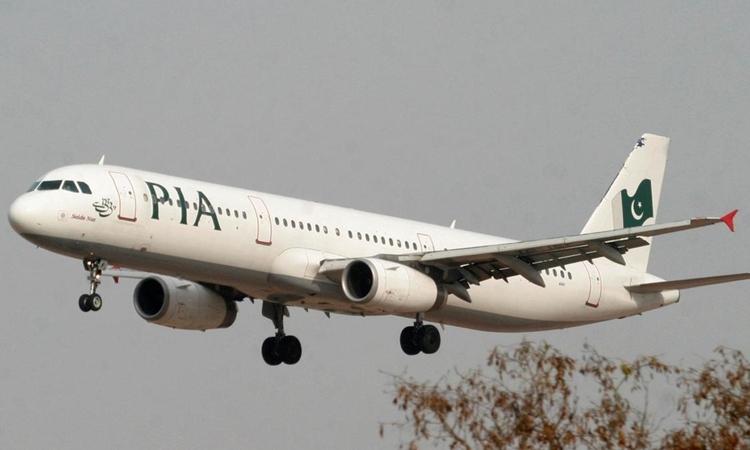 Một máy bay của PIA chuẩn bị hạ cánh ởIslamabad năm 2017. Ảnh: Reuters.
