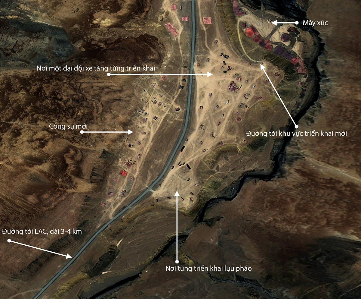 Quân đội Trung Quốc đào công sự, chuyển xe tăng và lựu pháo lên khu vực suối nước nóng (Kyam) trong khu vực tranh chấp lãnh thổ với Ấn Độ, ngày 22/6. Ảnh: CNES 2020/PLEIADES.