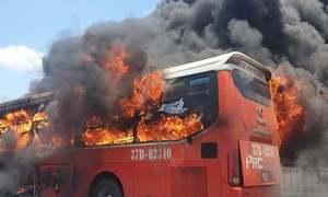 Thoát thân khi cháy xe khách