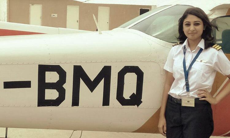 Một nữ học viên phi công tại câu lạc bộ hàng không Karachi, Pakistan. Ảnh: Twitter/Karachi Aero Club.