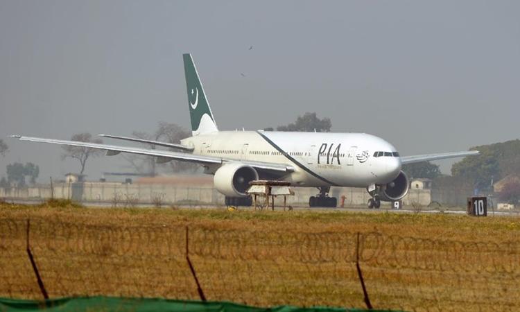 Một máy bay của hãng Hàng không Quốc tế Pakistan. Ảnh: AFP.