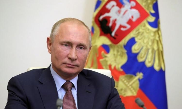 Tổng thống Nga Putin trong một cuộc họp trực tuyến tại Novo-Ogaryovo, bên ngoài Moskva, hôm 26/6. Ảnh: Reuters.
