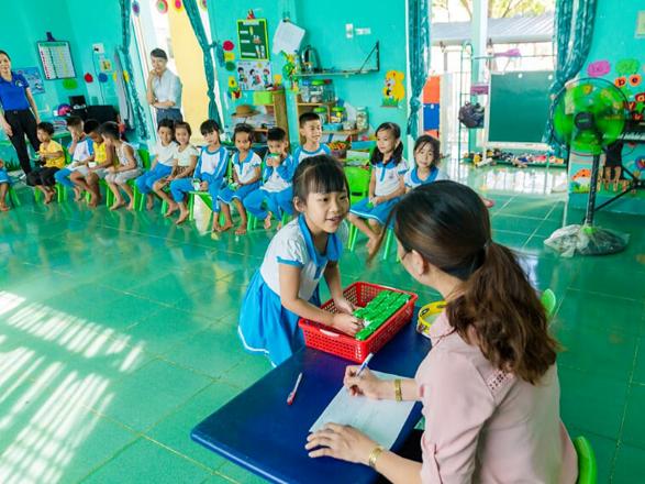 Đầu tháng 6 vừa qua, hơn 33.000 học sinh ở 6 huyện miền núi của Quảng Nam cũng được tỉnh và Vinamilk hỗ trợ kinh phí uống sữa học đường. Đến nay, chương trình Sữa học đường đã được Vinamilk đồng hành triển khai đến hàng triệu học sinh mầm non, tiểu học tại 22 tỉnh, thành trên cả nước như Hà Nội, TP HCM, Đà Nẵng, Bắc Ninh, Hà Nam, Ninh Thuận... và trở thành một phần của hoạt động giáo dục tại các địa phương.