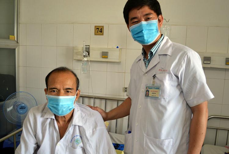 Bệnh nhân Liên đang được thăm khám tại viện. Ảnh: Thanh Phong
