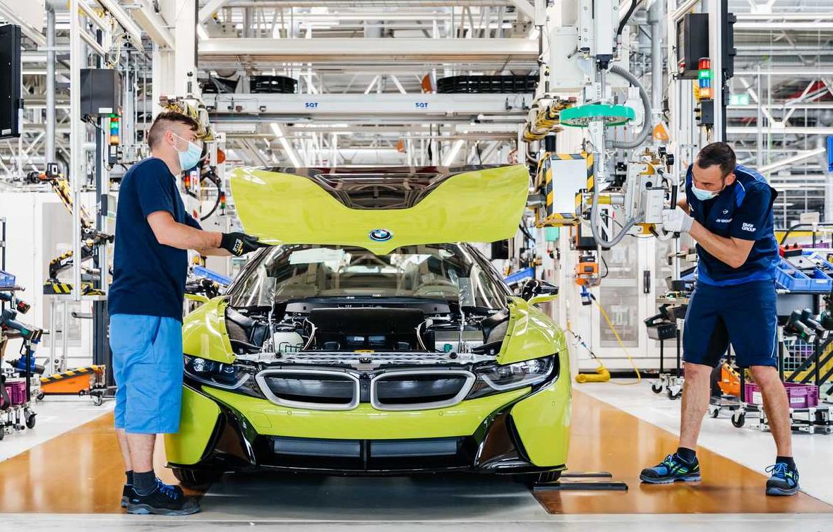 Một chiếc i8 trong dây chuyền sản xuất ở nhà máy Leipzig. Ảnh: BMW