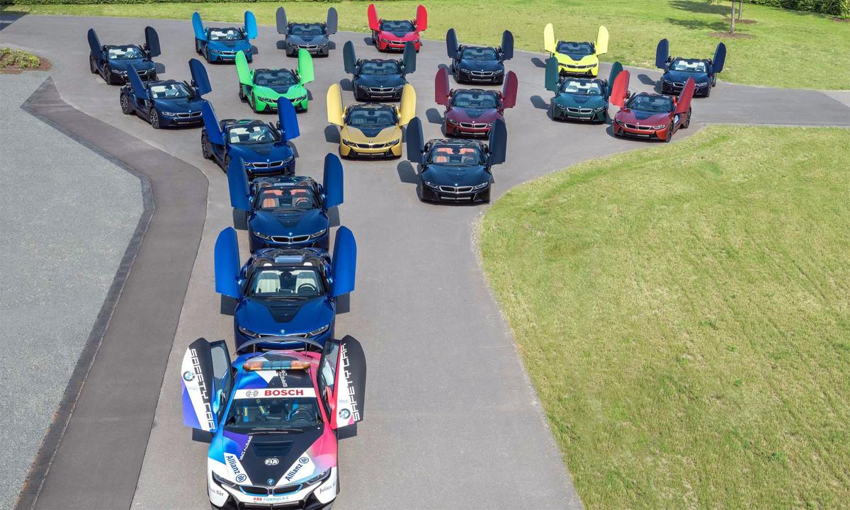 Những chiếc i8 màu sơn không đụng hàng tại nhà máy ở Leipzig, Đức. Ảnh: BMW