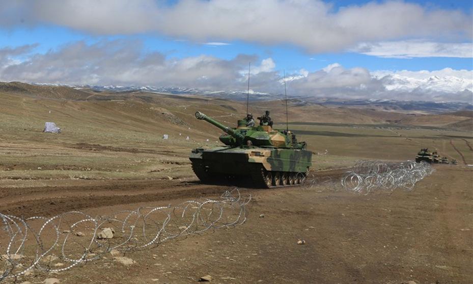 Xe tăng Type-15 diễn tập ở Tây Tạng hồi giữa tháng 6. Ảnh: 81.cn.
