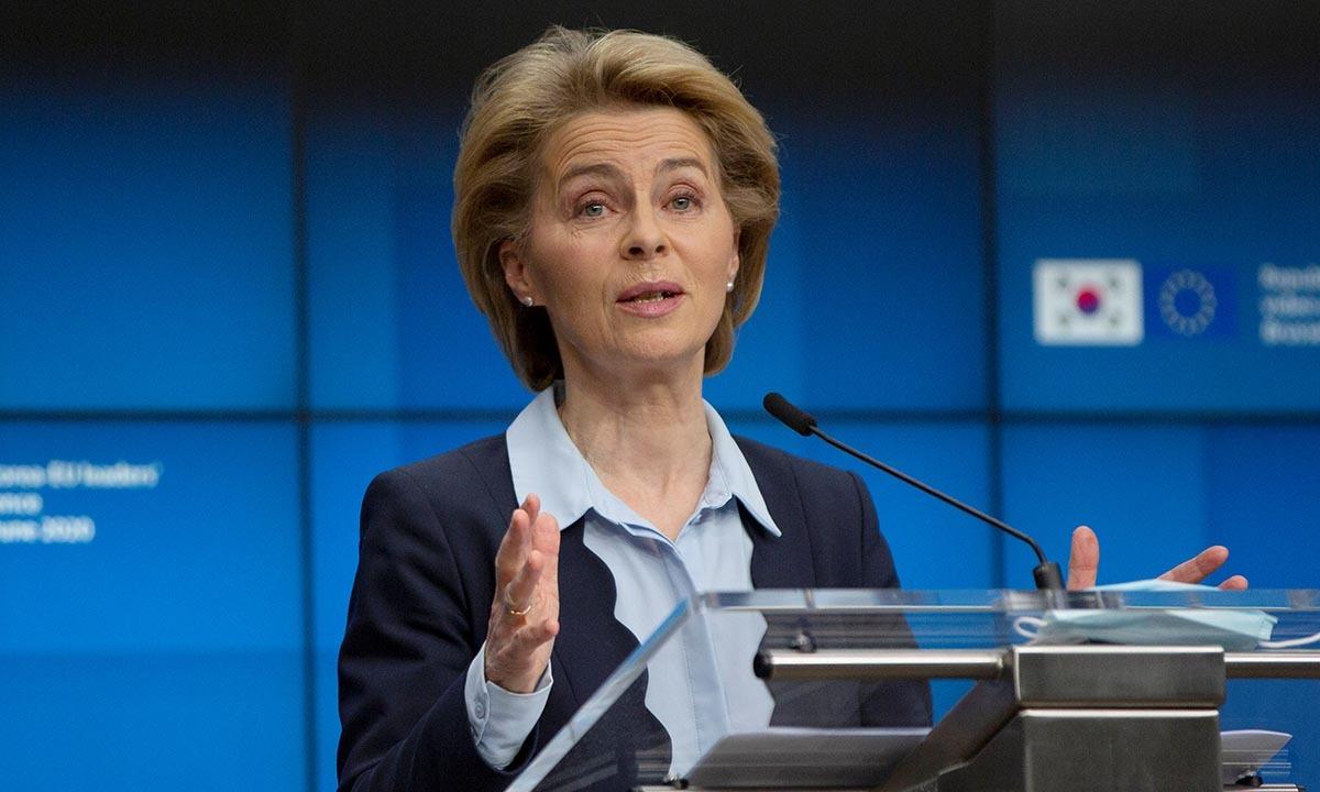 Chủ tịch Ủy ban châu Âu Ursula von der Leyen phát biểu trong cuộc họp báo tại Brussels, Bỉ, hôm nay. Ảnh: Reuters.