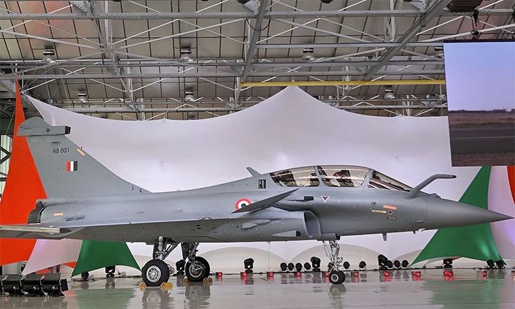 Tiêm kích Rafale của Ấn Độ trên dây chuyền sản xuất của hãng Dassault Aviation ở Bordeaux, Pháp. Ảnh: AFP.