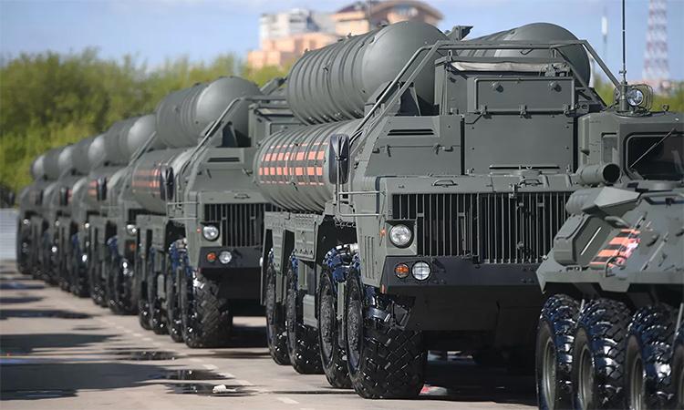 Xe phóng của tổ hợp tên lửa phòng không S-400 tham gia lễ tổng duyệt Duyệt binh Chiến thắng trên Quảng trường Đỏ, tháng 4/2019. Ảnh: RIA Novosti.