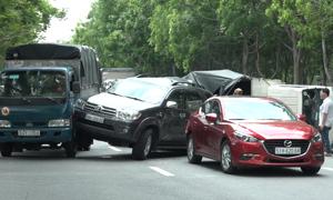 Bốn ôtô tông liên hoàn trên đại lộ