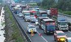 5 ôtô đâm liên hoàn trên cao tốc - lỗi chạy xe vào làn dừng khẩn cấp