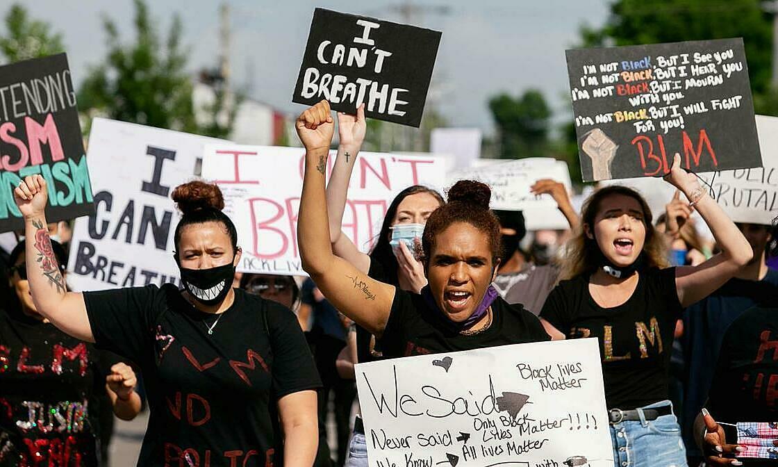Biểu tình ủng hộ người da màu sau cái chết của George Floyd, ở Anna, bang Illinois, Mỹ, ngày 4/6. Ảnh: Reuters.