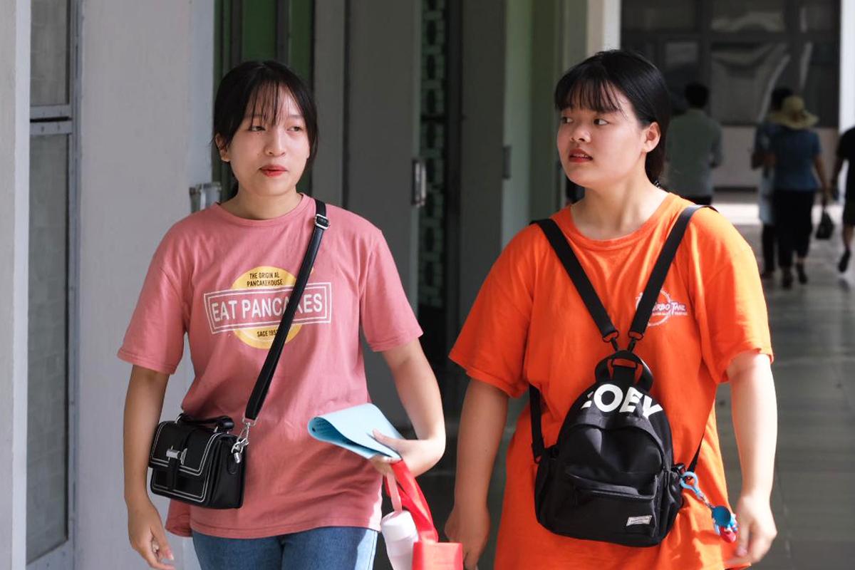 Thí sinh tham gia ngày hội tư vấn tuyển sinh ở Hà Nội ngày 21/6. Ảnh: Dương Tâm.