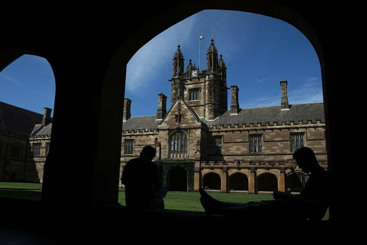 Học sinh ở Đại học Sydney ngày 25 tháng 2. Ảnh: Bloomberg.