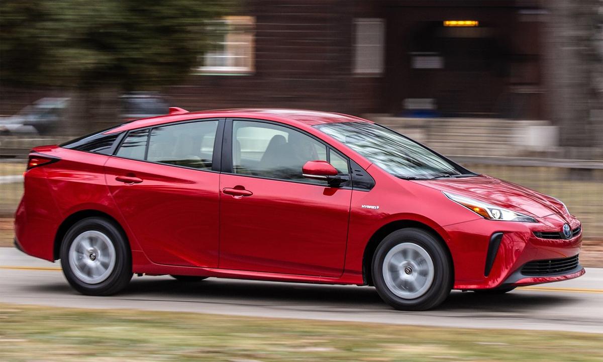 Công nghệ mới sẽ trang bị trước hết trên dòng Prius từ 1/7. Ảnh: Toyota
