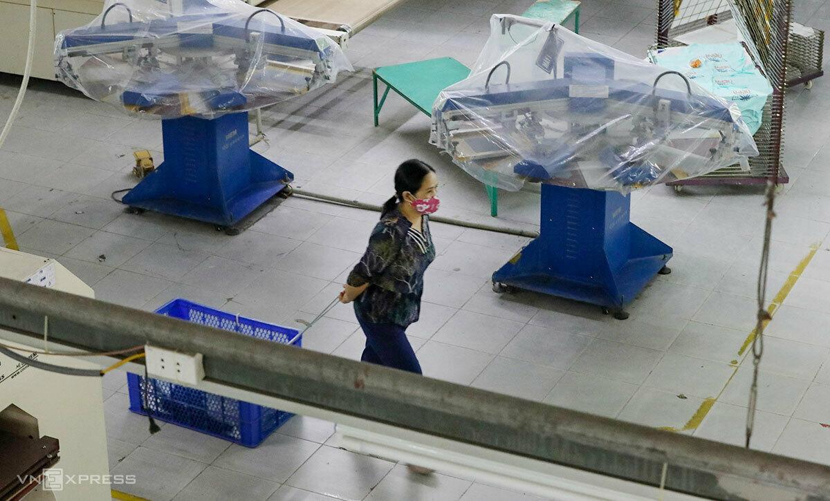 Dệt may là một trong những ngành sản xuất điêu đứng vì Covid-19 khi có khoảng 5 triệu công nhân bị ảnh hưởng. Ảnh: Ngọc Thành.