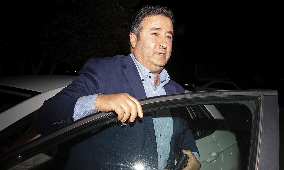 Shaoquett Moselmane tại nhà riêng ở Sydney, bang New South Wales, hôm 26/6. Ảnh: AP.